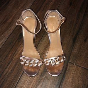 Shoes - Beautiful Rose sandals with chain details on front